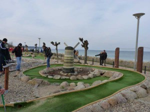 Outdoor-Minigolfanlage im Ostseebad Göhren auf der Insel Rügen - Freizeitspaß für die ganze Familie direkt an der Ostsee